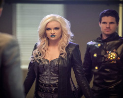 """REVIEW: The Flash 2×13 """"Welcome to Earth-2"""""""